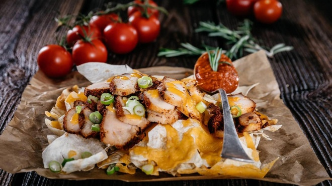 KURACIE MEXICO s LAVAŠ chipsami & cheddarom a tomato sósom