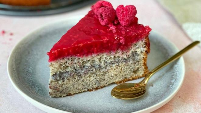 Makový koláčik s makovým  a malinovým pudingom